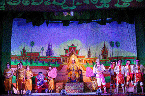 Art troupe preserves traditional theatre