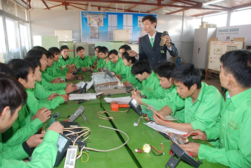 Vietnam to pilot school course