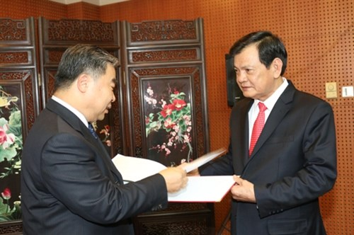 Vietnam, China discuss cooperation in martyr-related ...