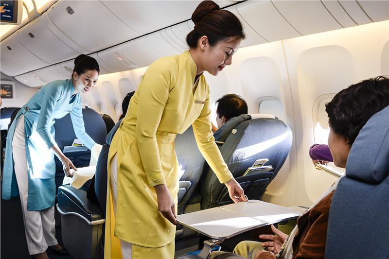 Vietnam Airlines offers cheap tickets for domestic routes, Vietnam's literacy rate reaches 97.3 percent, Vietnam promotes tourism in Norway, 8 million ethnics to benefit from improved land management project