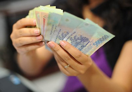 Businesses give more generous Tet bonuses this year