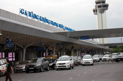 Tan Son Nhat Airport grappling with massive Tet migration, tet 2016, tet vn, lunar new year, airports, social news, vietnamnet bridge, english news, Vietnam news, news Vietnam, vietnamnet news, Vietnam net news, Vietnam latest news, vn news