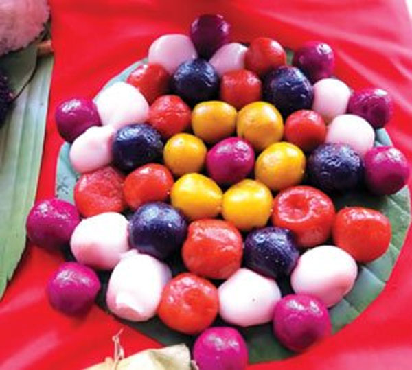 Muong ethnic people's colorful cakes