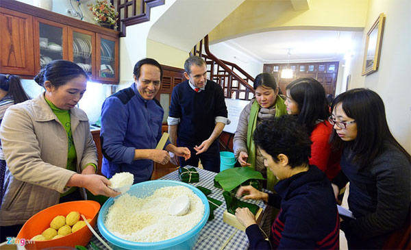 Image: French Ambassador spends 8th TET holiday in Vietnam