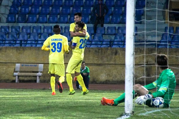 Hanoi T&T use young squad to dominate V.League