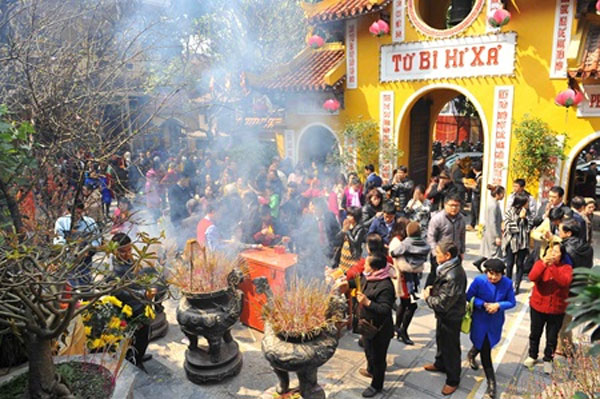 Ha Noi pagodas attract visitors in New Year