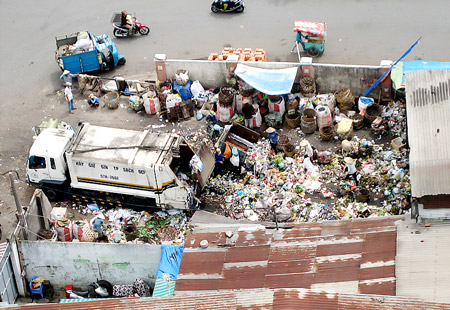 HCMC's private garbage collectors face difficulties after work carts banned