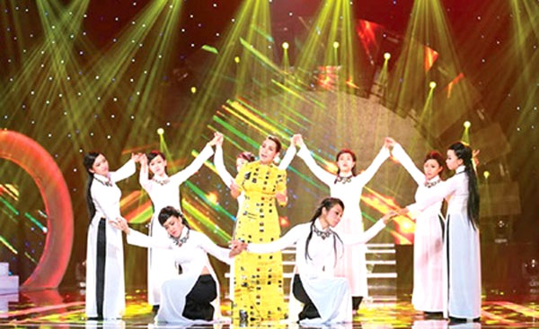 Overseas Vietnamese singers go big and go home