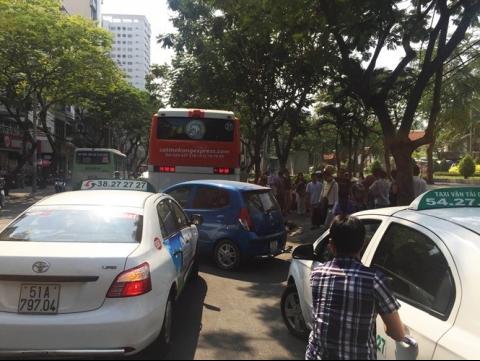 HCM City enforces parking ban in backpacker area