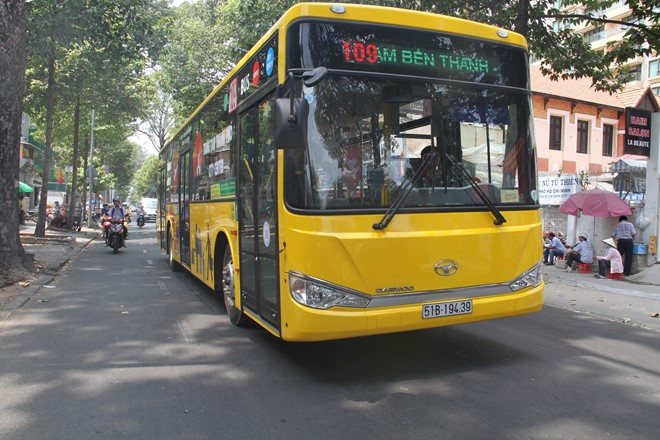 New bus route from Tan Son Nhat Airport to downtown HCM City launched