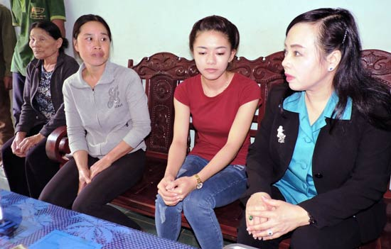 French NA President attends Francophone festival in Hanoi, Health Minister visits schoolgirl who lost leg due to doctors' negligence, 79 samples tested for fear of entrance of Zika virus, Resettlement housing program ineffective in Hanoi