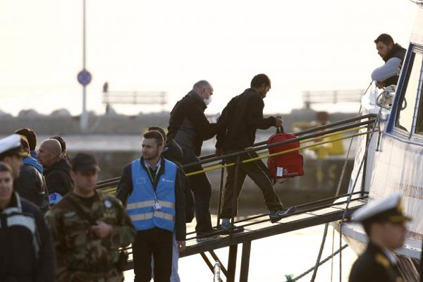 Greece ferries migrants to Turkey under EU pact