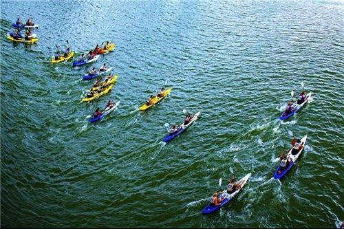 Kayakers to paddle in My Khe beach