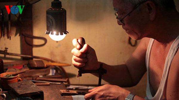Hang Bac Street, silver craft, best artisans, Vietnam economy, Vietnamnet bridge, English news about Vietnam, Vietnam news, news about Vietnam, English news, Vietnamnet news, latest news on Vietnam, Vietnam