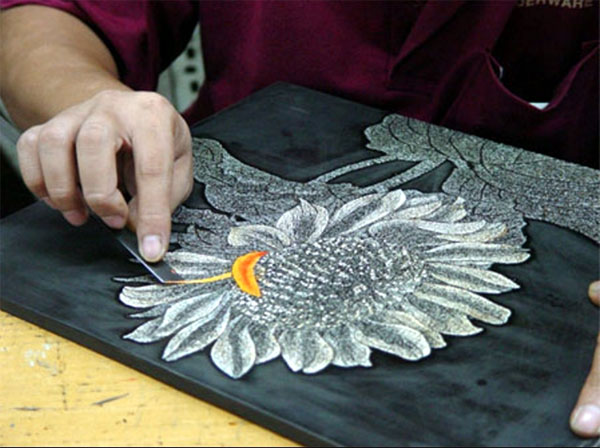 Vietnamese lacquer art takes on the world