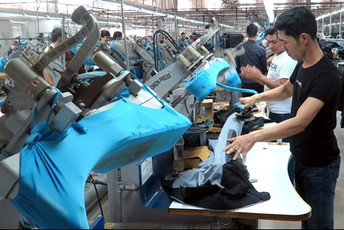 Da Nang lags behind on FDI, Hoa Sen opens pipe factory in Binh Dinh, Three-fourths of consumers buy homecare goods at supermarkets, HCM City's first quarter IIP grows 5.7%, IFC provides financing for Puma suppliers in Vietnam