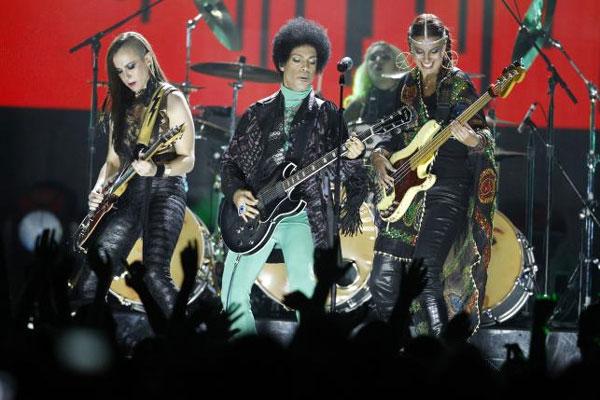 'Purple Rain' superstar Prince, 57, dies at U.S. studio complex