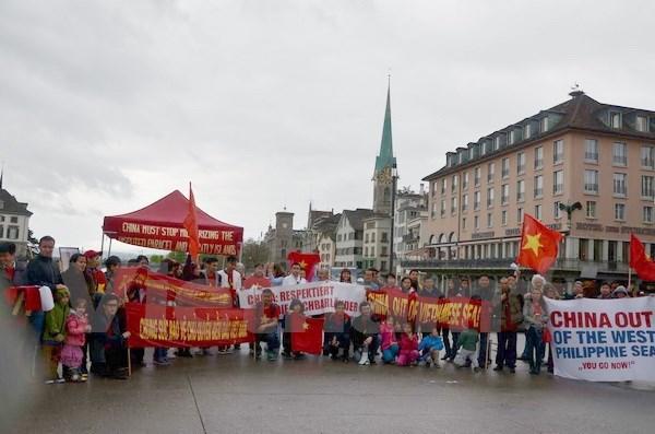 Vietnamese in Switzerland protest China's illegal acts in East Sea, social news, vietnamnet bridge, english news, Vietnam news, news Vietnam, vietnamnet news, Vietnam net news, Vietnam latest news, vn news, Vietnam breaking news