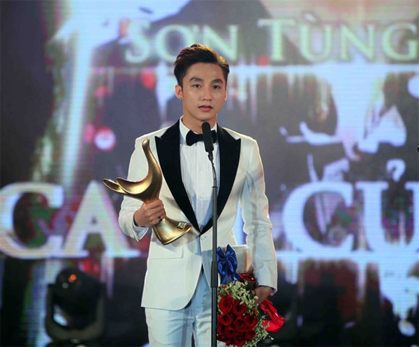 Son Tung named Singer of the Year