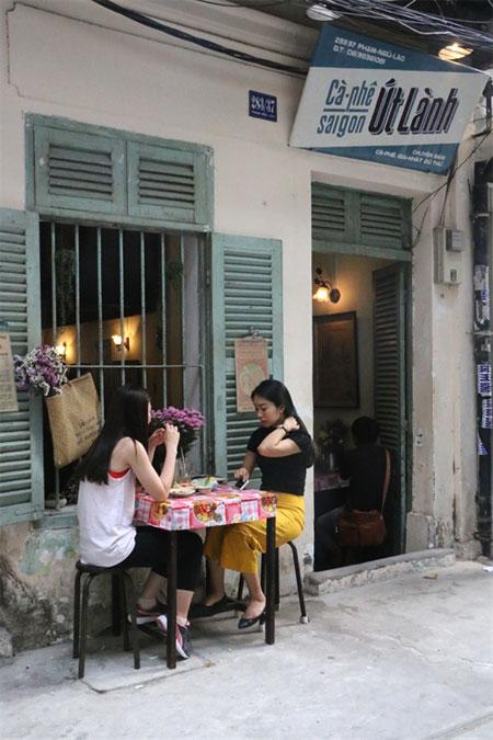 HCM City\'s vintage cafes harken back to bygone era - News VietNamNet
