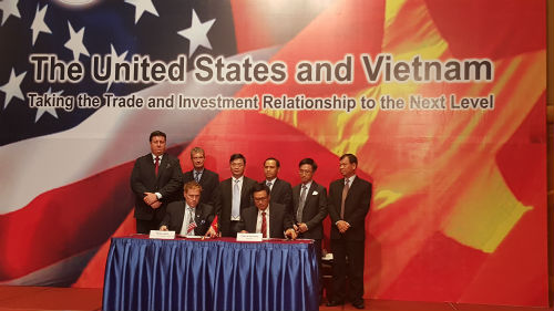 VN-US sign many agreements during Obama's visit to Vietnam