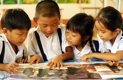 trẻ học tiếng Anh