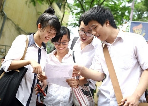 Over 75,000 students vie for place in Hanoi high schools