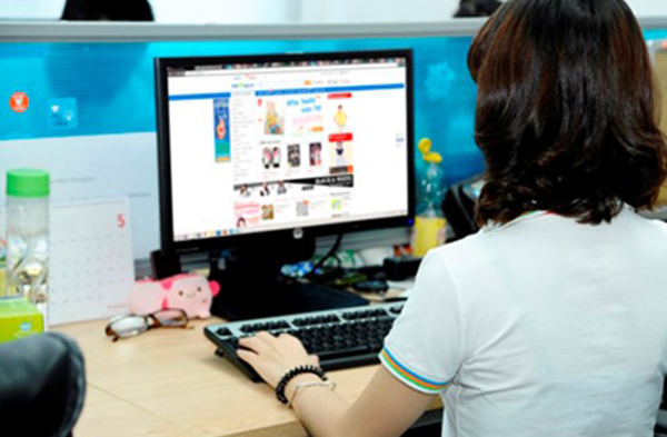 Thai, Chinese jump into e-commerce market, worrying Vietnamese rivals
