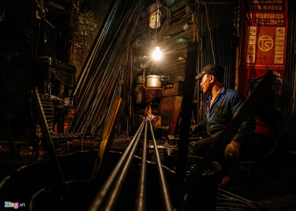 The last blacksmith in Hanoi's Old Quarter, social news, vietnamnet bridge, english news, Vietnam news, news Vietnam, vietnamnet news, Vietnam net news, Vietnam latest news, vn news, Vietnam breaking news