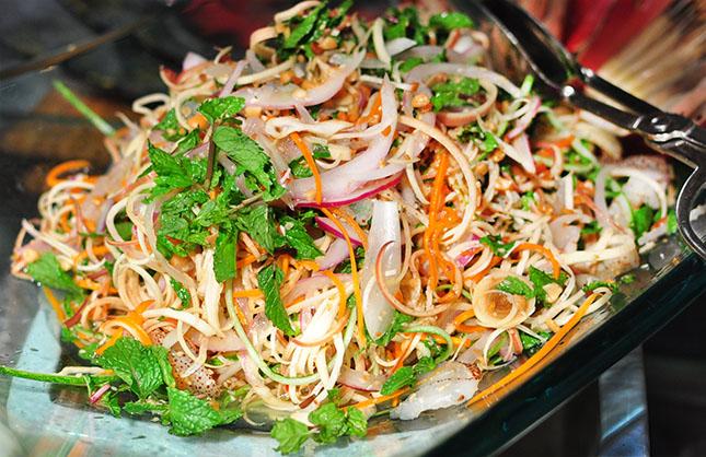 Banana blossom salad – a specialty of Vietnam cuisine, travel news, Vietnam guide, Vietnam airlines, Vietnam tour, tour Vietnam, Hanoi, ho chi minh city, Saigon, travelling to Vietnam, Vietnam travelling, Vietnam travel, vn news