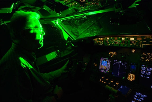 Projecting laser beams on planes: Criminal charges proposed, social news, vietnamnet bridge, english news, Vietnam news, news Vietnam, vietnamnet news, Vietnam net news, Vietnam latest news, vn news, Vietnam breaking news
