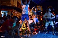 Hanoians watch Euro 2016 final game on the street