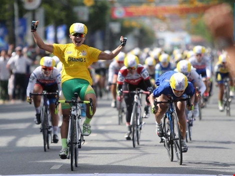Cyclist Nguyen Thi That triumphs at Int'l Television Cup