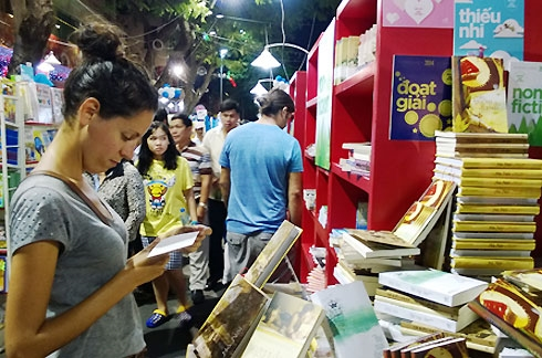 Saigon's book road sees thousands of visitors but recent sales on the decline, entertainment events, entertainment news, entertainment activities, what's on, Vietnam culture, Vietnam tradition, vn news, Vietnam beauty, news Vietnam, Vietnam news, Vietnam