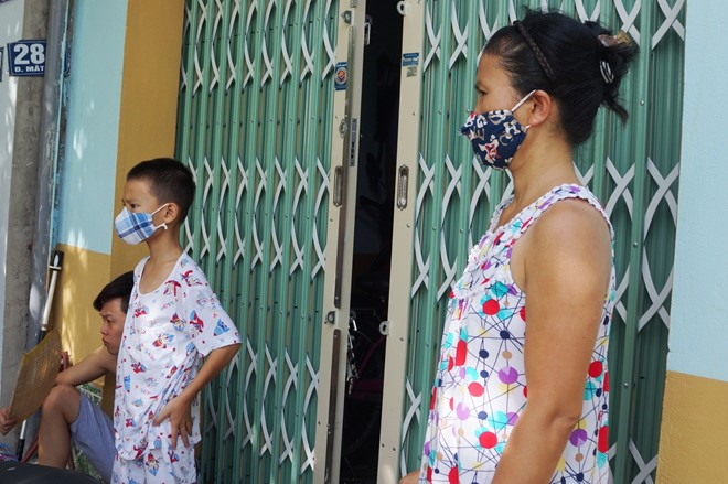 Thanh Hoa: Locals wear masks as smell from dead fish overpowering, pollution, dead fish, environmental news, sci-tech news, vietnamnet bridge, english news, Vietnam news, news Vietnam, vietnamnet news, Vietnam net news, Vietnam latest news, Vietnam