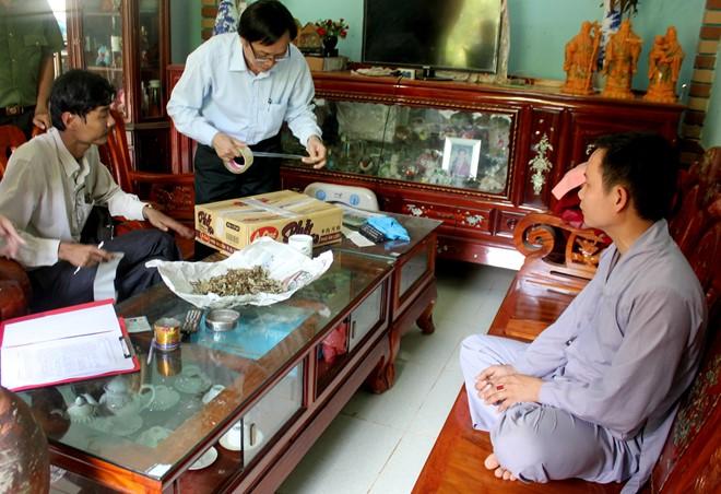 Quack fined for treating incurable diseases by razor, social news, vietnamnet bridge, english news, Vietnam news, news Vietnam, vietnamnet news, Vietnam net news, Vietnam latest news, vn news, Vietnam breaking news