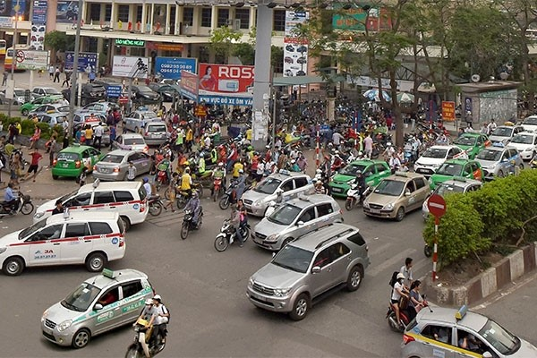 Taxis causing more traffic jams in Hanoi
