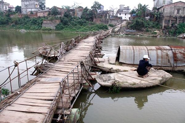 Hanoi's dangerous bridges