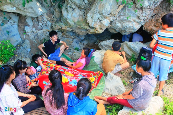 Nghe An: People live in cave to hide from heat