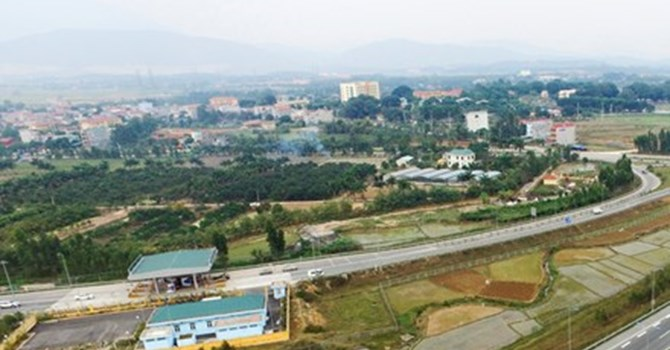 Will Hanoi set up a horse racetrack and allow betting?