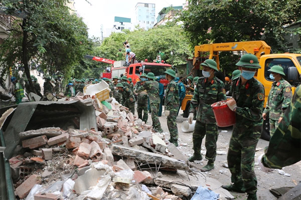 Old building collapses near Hanoi Old Quarter, one died