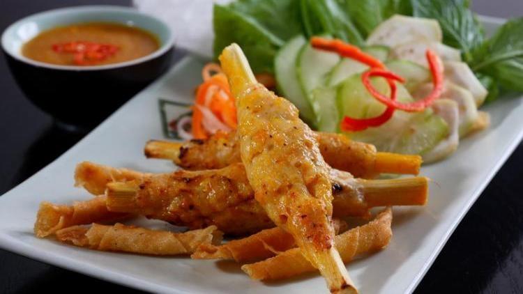 Grilled shrimp paste on sugar cane - a delicious dish of Hue, travel news, Vietnam guide, Vietnam airlines, Vietnam tour, tour Vietnam, Hanoi, ho chi minh city, Saigon, travelling to Vietnam, Vietnam travelling, Vietnam travel, vn news