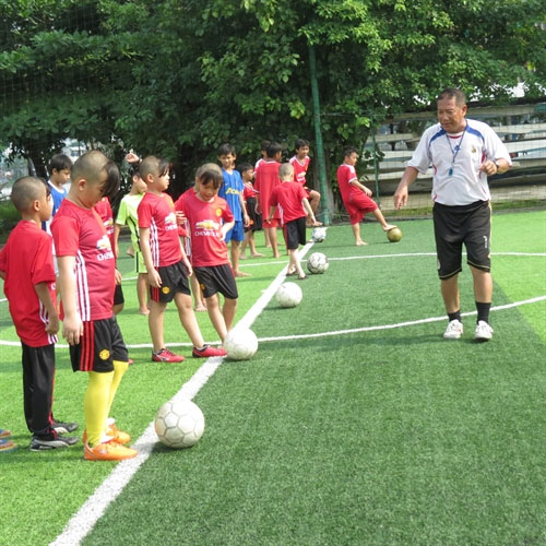 Free football training for poor kids