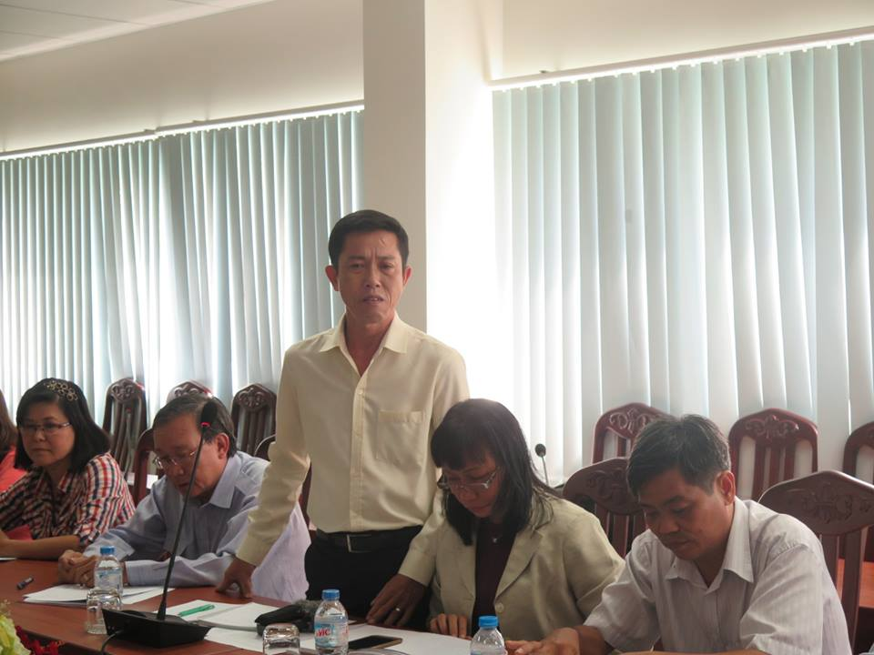 HCM City headmaster moved to tears discussing private tutoring ban