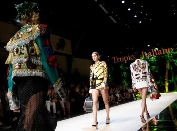 Dolce & Gabbana mixes tropics with traditions at Milan fashion show