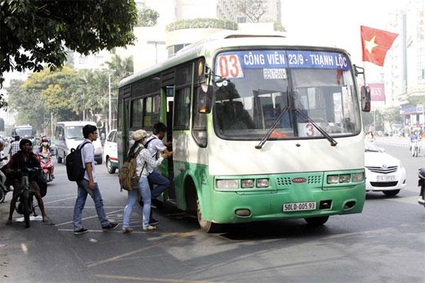 Illegal buses dominate HCM City market