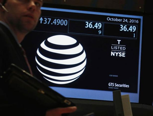 AT&T aims to break from streaming crowd with Time Warner