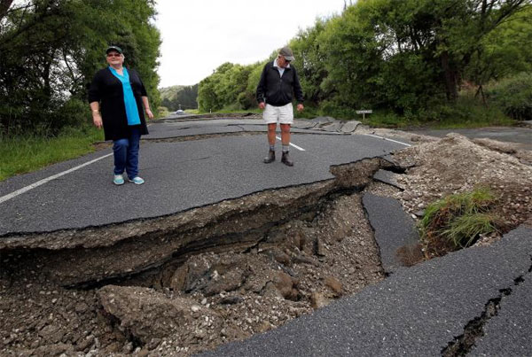 Aftershocks rattle New Zealand after powerful quake kills two