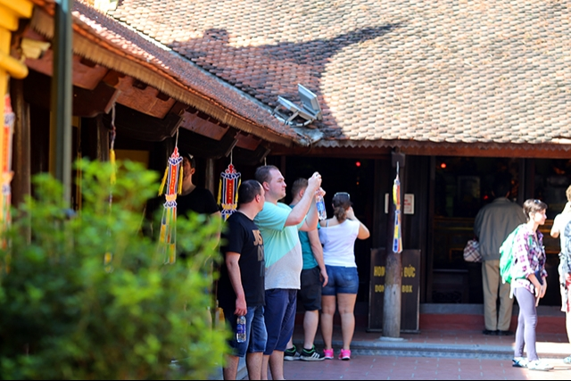 Foreigners may be barred from being tour guides