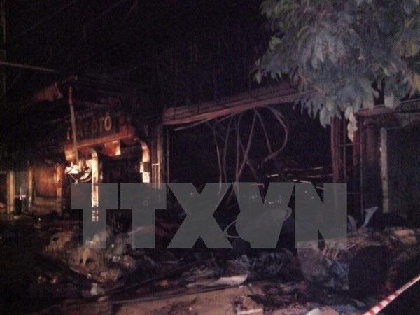Fire destroys furniture shop, damages 4 houses in Quang Ninh